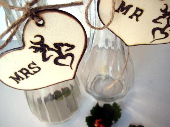 زفاف - Mr. and Mrs. Wood Heart Charms for Personalized toasting glasses -Rustic, Camo, Hunting, Deer Weddings with PYROGRAPHY