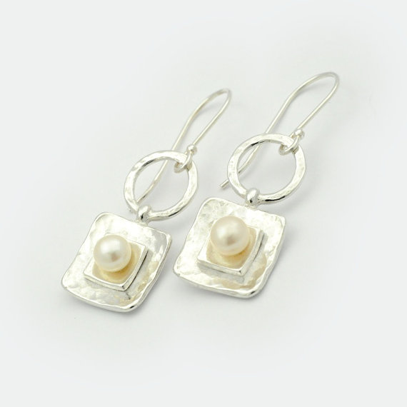 Mariage - Sterling Silver Square Drop Hammered Earrings with Pearls, Nickel free silver earrings ,Earrings with Pearls, white pearl dangle