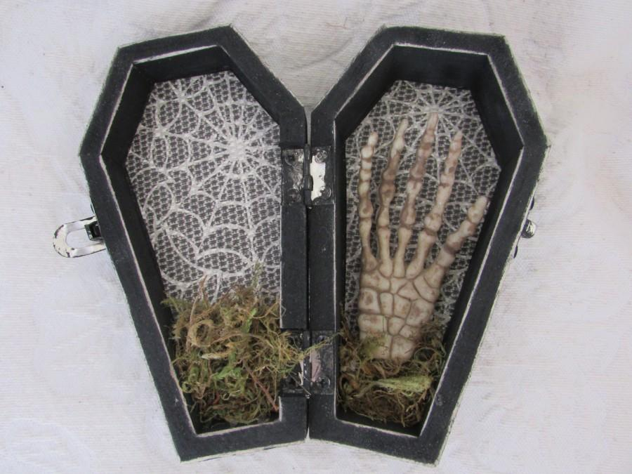Свадьба - READY to SHIP Halloween Gothic Aged Black Coffin Wedding Ring Box Ring Bearers Pillow with Skeleton Hand Skull