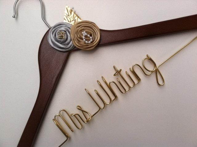 Mariage - Sale. Elegant Personalized Bridal Wedding Hanger. Custom Flowers, Jewel, Pearls and More. Flower Bridal Hanger.