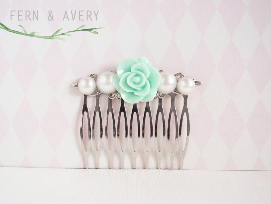 Mariage - Mint green and pearl silver hair comb. Pale green flower hair clip