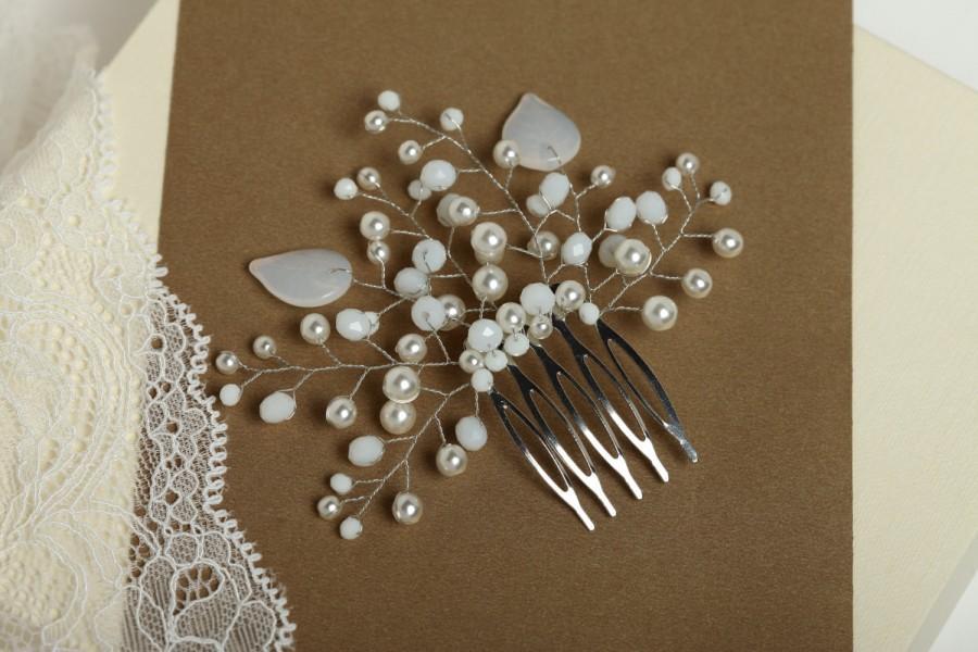 Mariage - Bridal wedding comb Pearl wedding headpiece Pearl wedding hair comb Leaves wedding comb Leaves bridal comb Pear headpiece Crystal comb