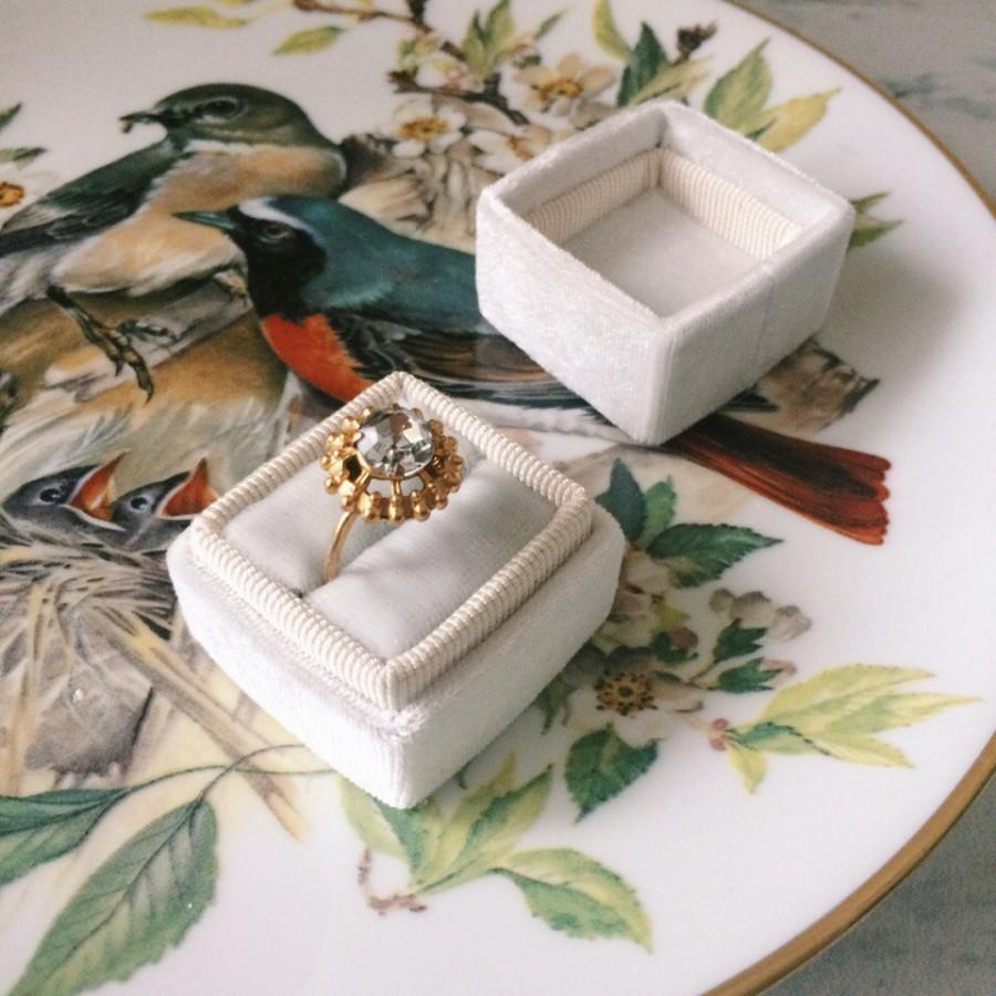 Mariage - Free shipping! Ivory Velvet Ring Box Handmade Wedding Vintage Milky Shiny  Engagement Gift Bride