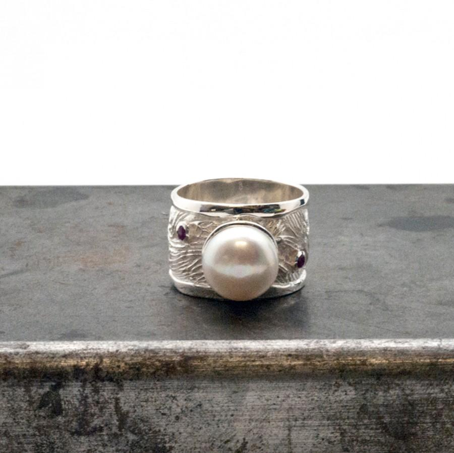 Mariage - Pearl Ring, Big Sterling Silver Wide Band Pearl Ring with Rubies or Sapphires, Wedding Engagement Ring, June Birthstone, Glamorous Bijoux