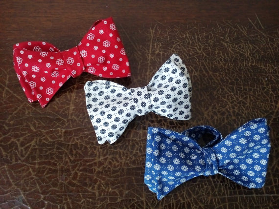 Hochzeit - Floral bow ties Set of Red Blue White bowties Gift for father and sons Ties for summer wedding Prom necktie Cravates pour mariage d'été