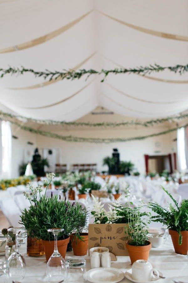 Boda - This Portnahaven Hall Wedding Went Totally Natural By Decorating With Potted Plants