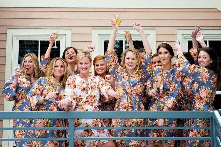 Свадьба - Gray Bridesmaids Robes Sets Kimono Crossover Robe Perfect bridesmaids gift, getting ready robes, Bridal shower favors, Wedding photo prop