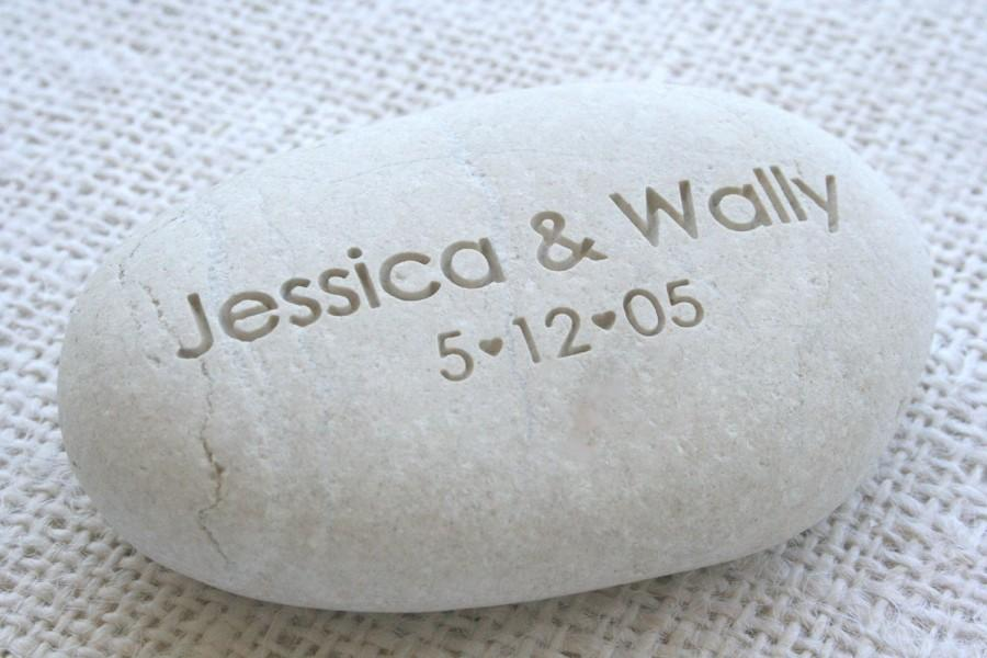 Wedding - Oathing Stone with couple's names and date - Personalized wedding pebbles for engagement, wedding ceremony or anniversary