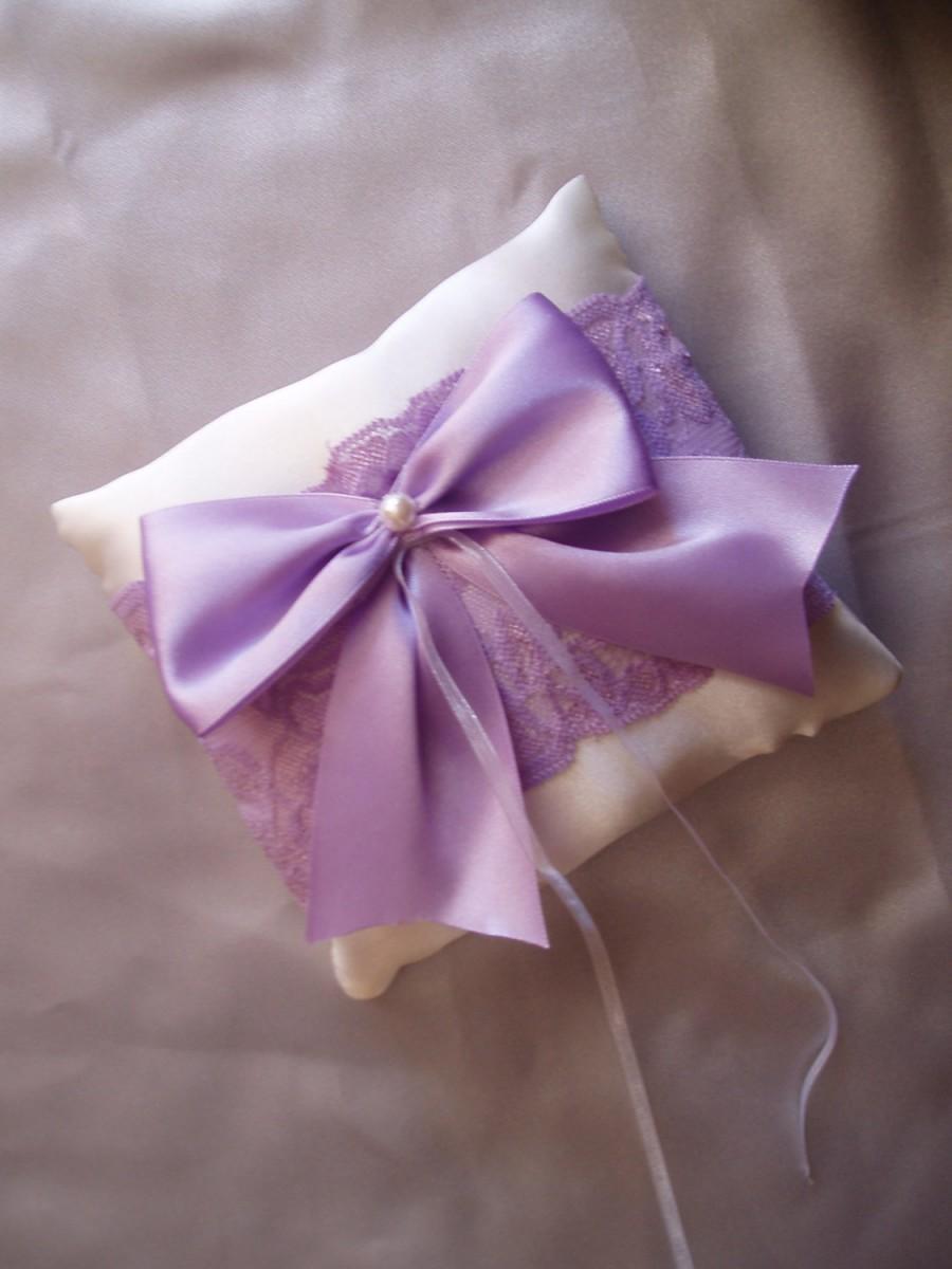 Hochzeit - Spring Wedding ring Pillow - Ring Bearer Pillows  - Ring pillow bearer - Purple ring pillow - Ring pillow - Purple bow wedding ring