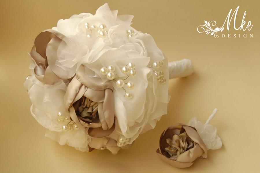 Mariage - Ivory bridal bouquet, bridal bouquet set, wedding bouquet, bridal handmade bouquet with groom boutonniere, pin, brooch
