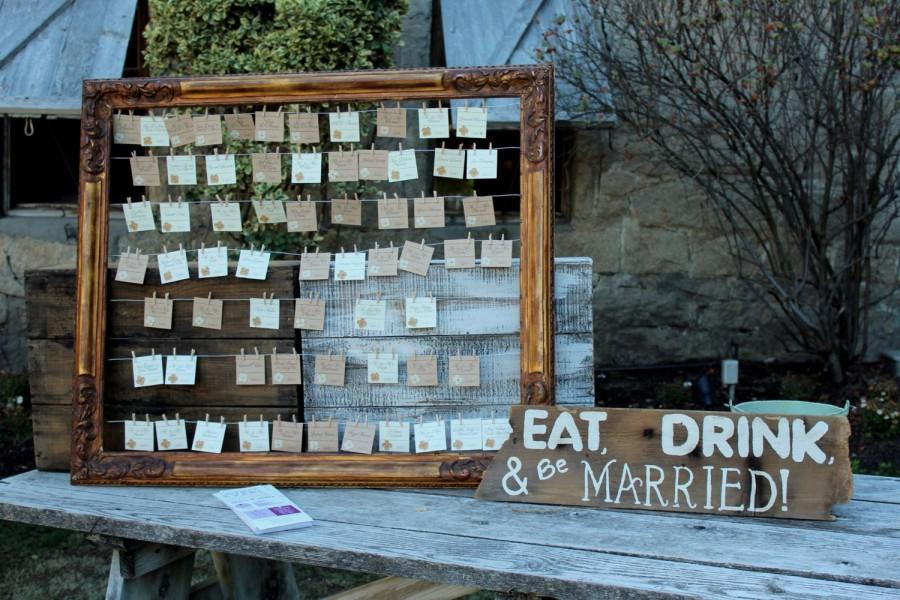 Mariage - Rustic Wedding Place Cards ~ Flat Hanging with Mini Clothespin ~ Twine ~ Escort Card ~ Name Tag ~ Country ~ Barn ~ Burlap Flowers ~ Kraft