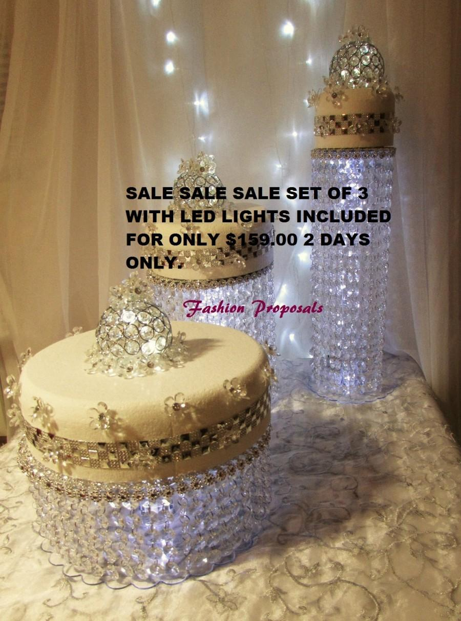 Mariage - Wedding Cake Stand Cascade waterfall crystal set of 3 AsianWedding Crystal cake Stand wedding with a battery operated LED light.