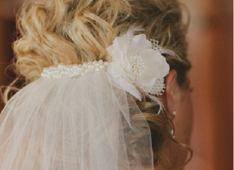 Mariage - Add clustered swarovski pearls to your veil - veil sold separately and flower not included