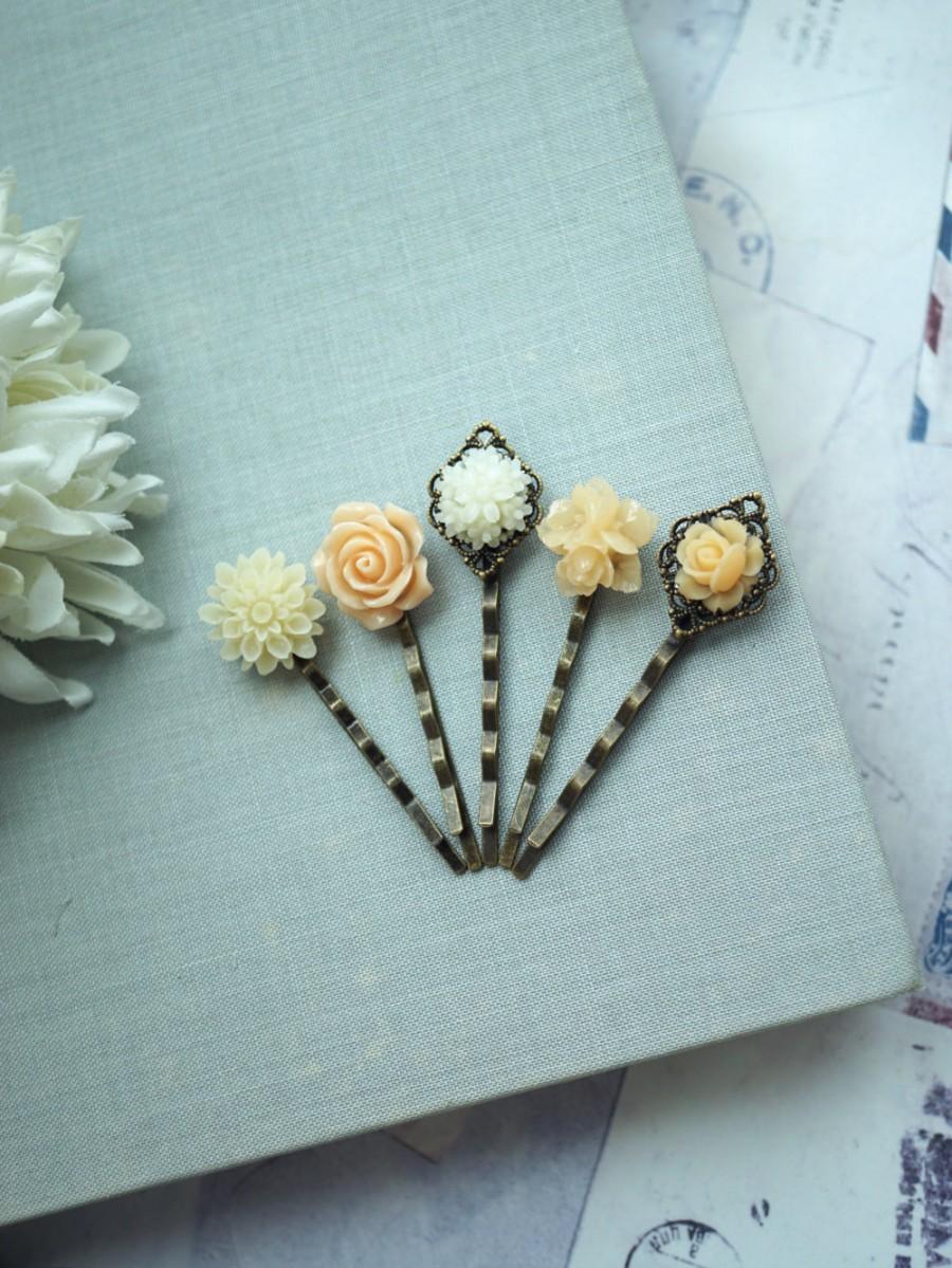 Mariage - Peach Flower Hair Bobby Pins, Cream Ivory and Peach Flowers Wedding Hair Pins, Peach Hair Bobby Pins Set of five 5 Bridesmaid Hair Accessory