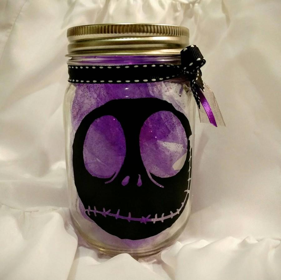 Mariage - Tim Burtons Nightmare before Christmas inspired Mason Jar centerpiece with a silhouette of Jack Skellington ~ Pint size ~ multiple colors