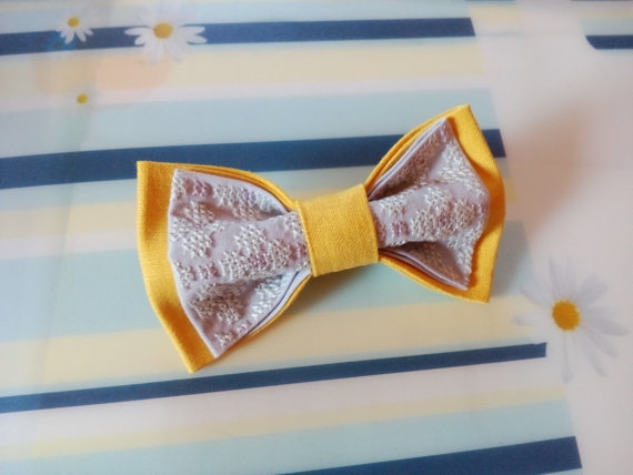 Свадьба - Bow tie for groom Embroidered yellow morning grey bowtie Lilac tie Yellow wedding Lila Krawatte Gelbe Hochzeit cravate Lilas mariage jaune