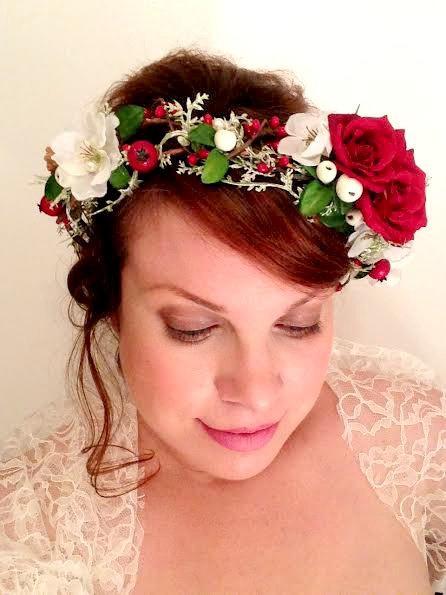 زفاف - Christmas flower crown, flower crown, christmas, crown, winter weddings, red rose, hair accessory, Holly berry, hairwreath, circlet, hair