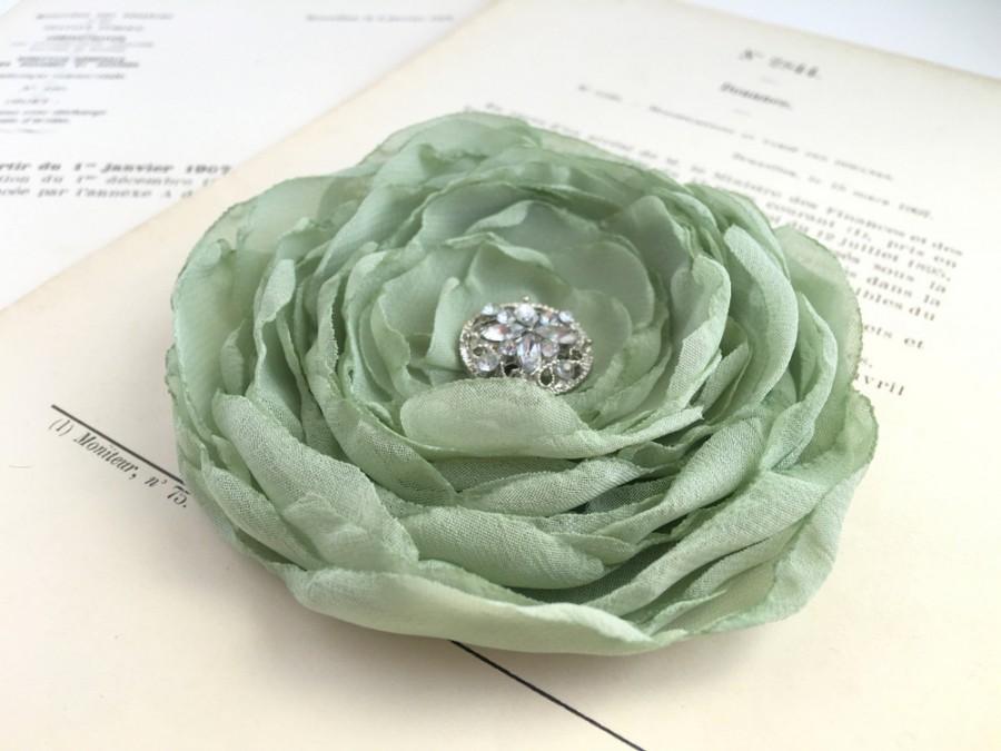 Свадьба - Sage green flower hair clip or brooch pin. Chiffon Fabric. Headpiece. Hair Piece