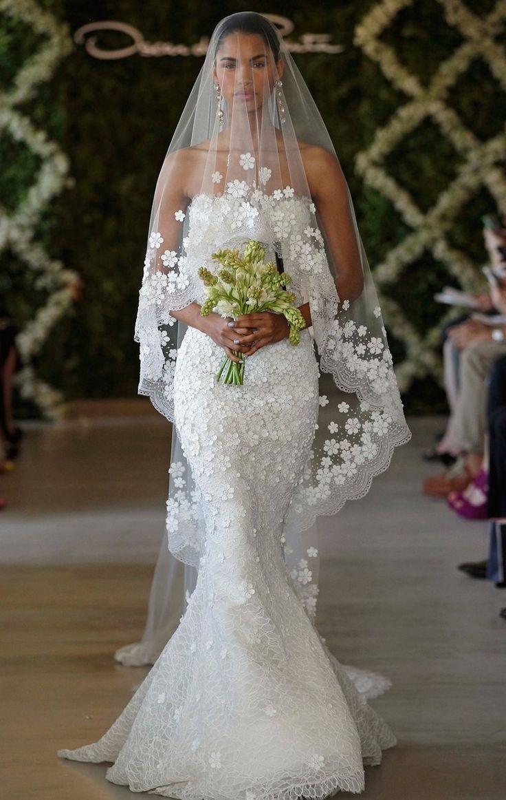 Свадьба - Oscar de la Renta 'Snowflake' Appliqué Lace Trumpet Gown (In Stores Only)