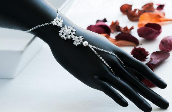 Свадьба - Floral CZ Crystal Swarovski Pearl Hand Chain Bracelet Handpiece Vintage Style statement wedding Bracelet, Pearl Rhinestone Bracelet Cuff.