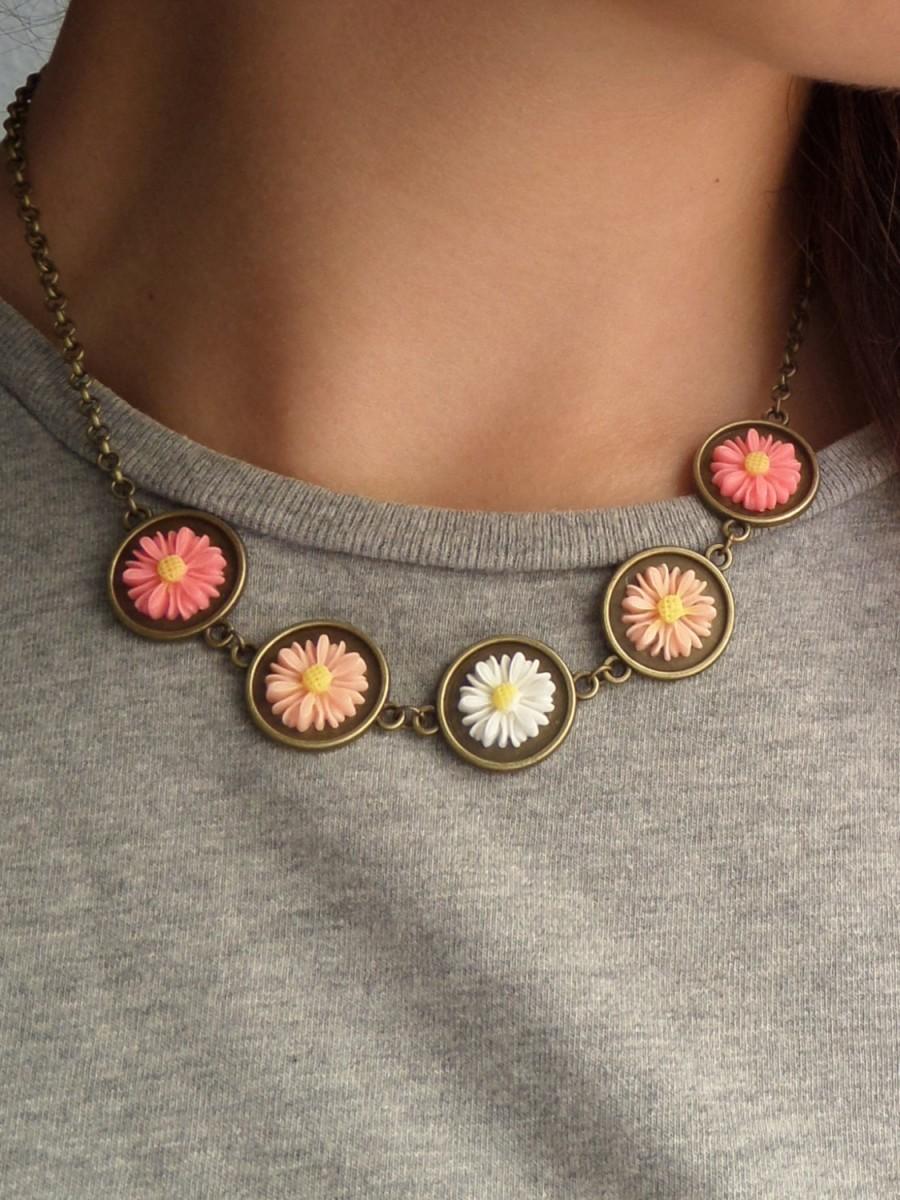 Hochzeit - Salmon Daisy Necklace Resin Flower Jewelry Daisy Chain Necklace Daisy Jewelry Floral Gifts for Women Daisy Bridesmaid Jewelry Trending Items