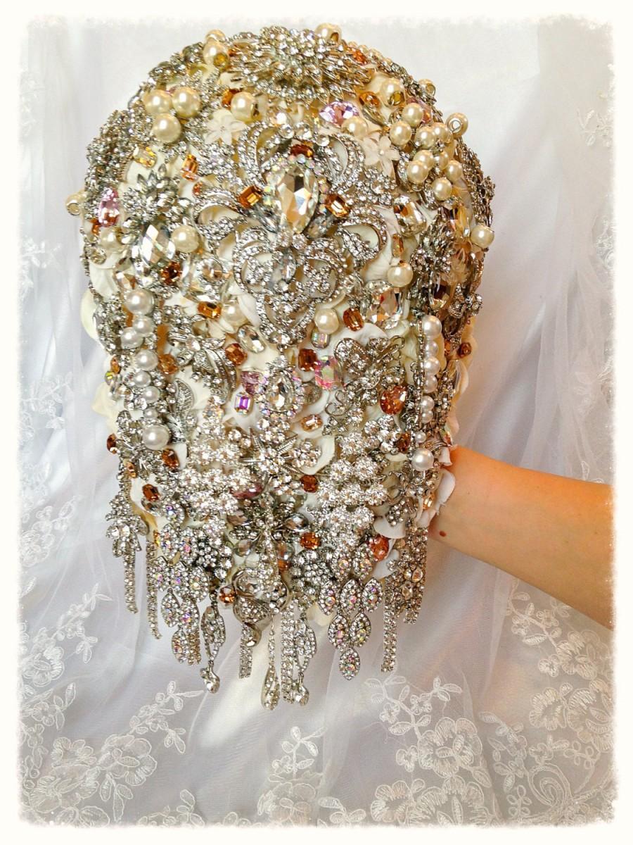 Mariage - Retro Chic Cascading Brooch Bouquet. Ivory White Peach Pink Pearl Teardrop Wedding Bling Diamond Broach Bouquet