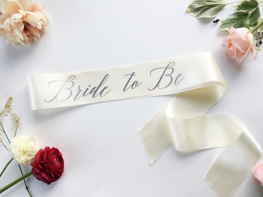 Mariage - Bride-To-Be Sash - Bachelorette Sash - Bridal Shower Bachelorette Party Accessory - Satin Bride Sash - Bride Gift - Bride Sash