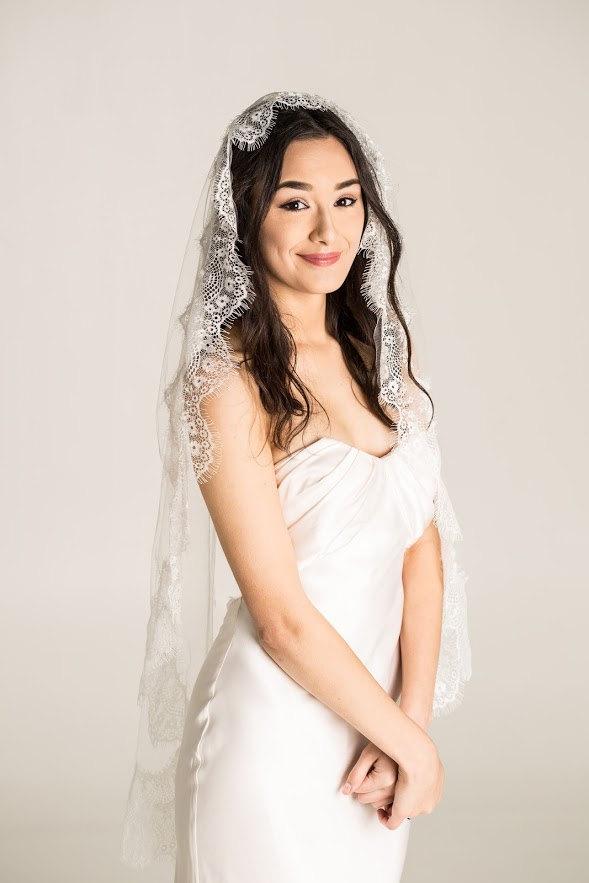 Wedding - lace wedding veil, white, ivory, diamond white, wedding veil, fingertip length, mantilla