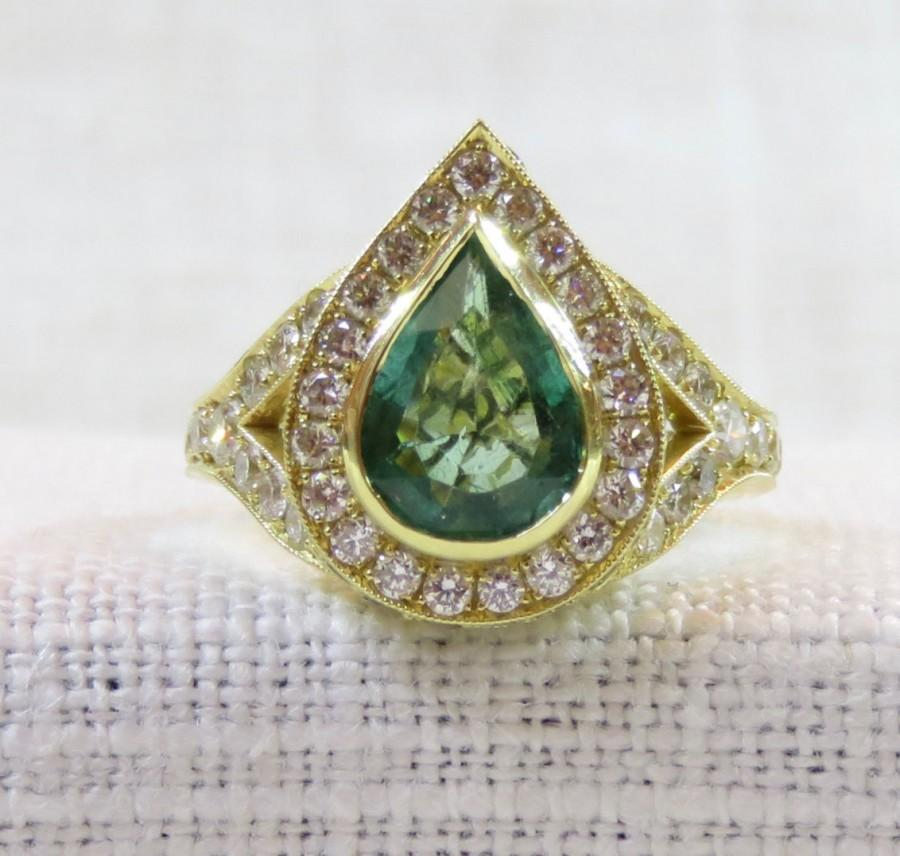 Mariage - Stunning Contemporary 18k Gold Emerald and Diamond Engagement Ring 4.24 Carats