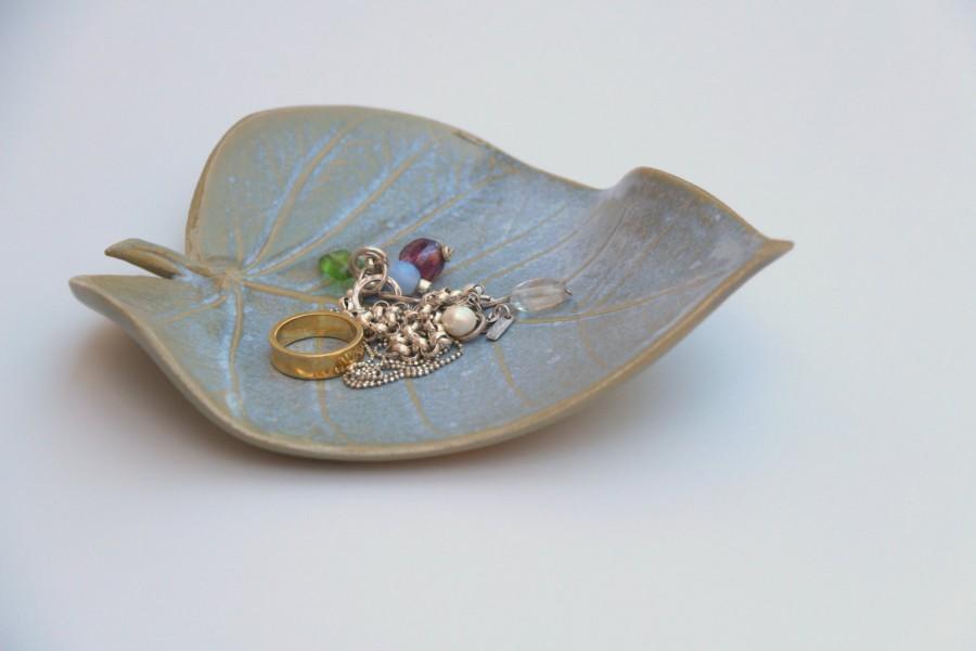 Wedding - leaf shaped dish, ceramic ring dish,  ceramic jewelry dish, ceramic leaf, ceramic dish,wedding ring dish,wedding ring holder,jewelry tray