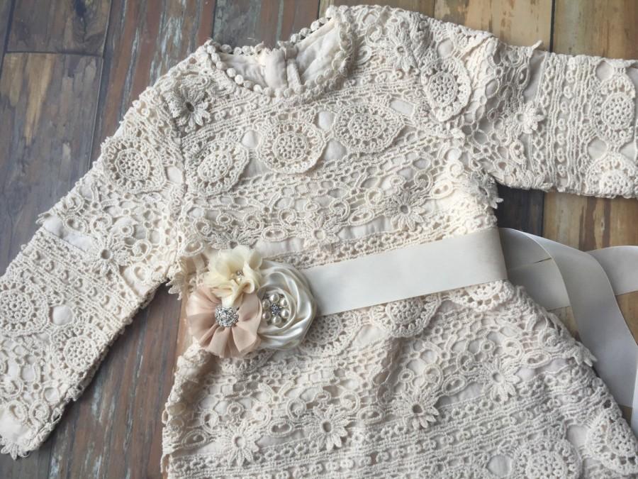 زفاف - Flower girl dress. Toddler dress. Rustic country flower girl dress- Lace flower girl dress. Country wedding. Barn wedding