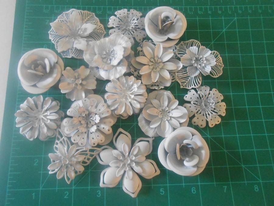Mariage - DIY Brooch Bouquet  Enamel Flower Brooch 15 pc DIY KIT Ready to Paint Wedding Flowers Primed White