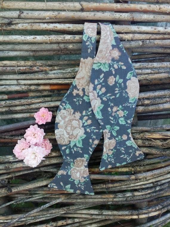 Свадьба - Mens bow tie Retro Wedding Bowtie Floral Tie Grey Necktie in roses Grau Krawatte in Rosen Gris corbata de rosas Gris Cravate en roses Ties