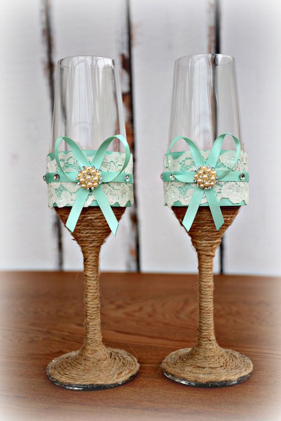 Свадьба - Aqua Blue Wedding Champagne Glasses Bride Groom Flutes Tosting Rustic Country Barn Burlap Lace Bridal Shower Gift Chic