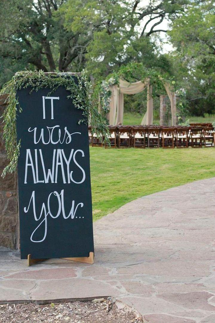 Mariage - Favorite Quotes Displayed On Signs You'll Want To Steal For Your Wedding