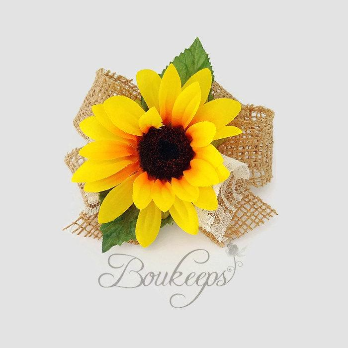 Свадьба - Sunflower Corsage with Burlap Bow and Ivory Lace, Sunflower Corsage, Sunflower Wedding, Rustic Wedding, Country Wedding, Wristlet Corsage