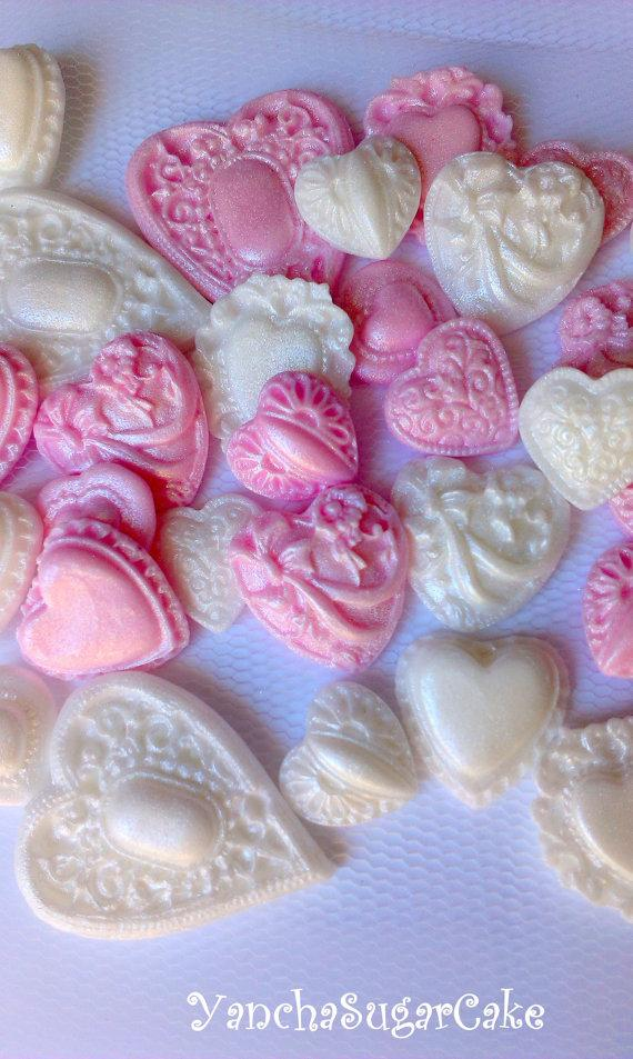 Mariage - Fondant edible hearts brooch Cupcake topper Baby girl shower Christening favor Bridal shower Wedding favor Birthday party Cake Valentine's