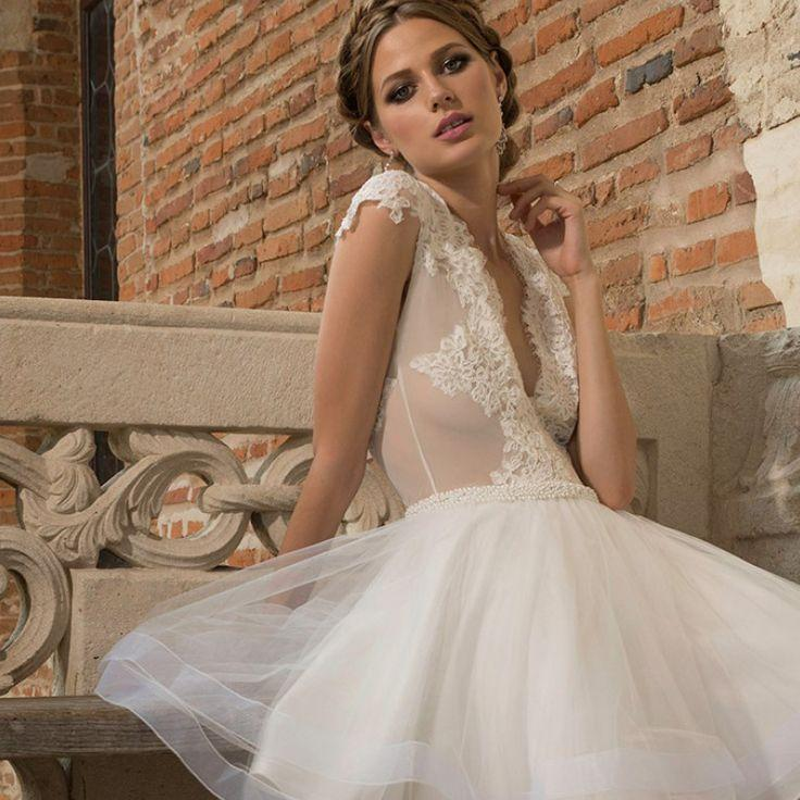Свадьба - Elegant Short V-Neck Backless Lace Appliques Organza A-Line Wedding Dress