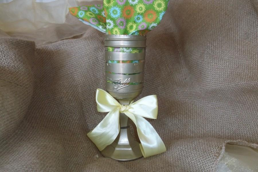 Mariage - Candle holder/ vase, metallic gold stenciled , Unique, half pint Mason Jar, wedding decor, party, vase