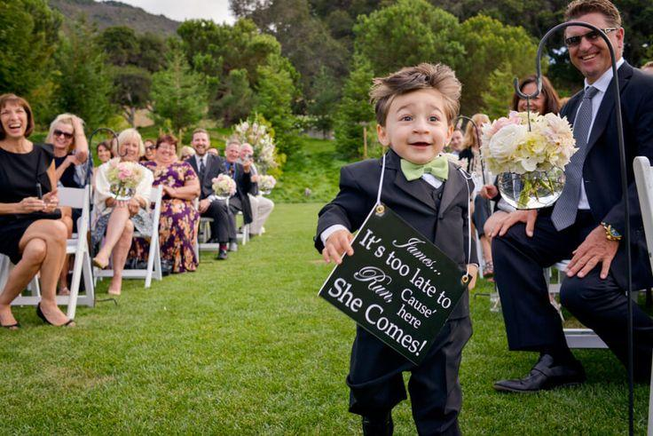 Hochzeit - 10 Crazy Adorable Page Boy & Flower Girl Entrances (& Cute Signage!) • Mrs2Be