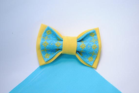 Mariage - Yellow blue bow tie Independance Day in Ukraine Ukrainian modern embroidery Wedding in blue yellow Bow ties for men Idée cadeau de l'Ukraine