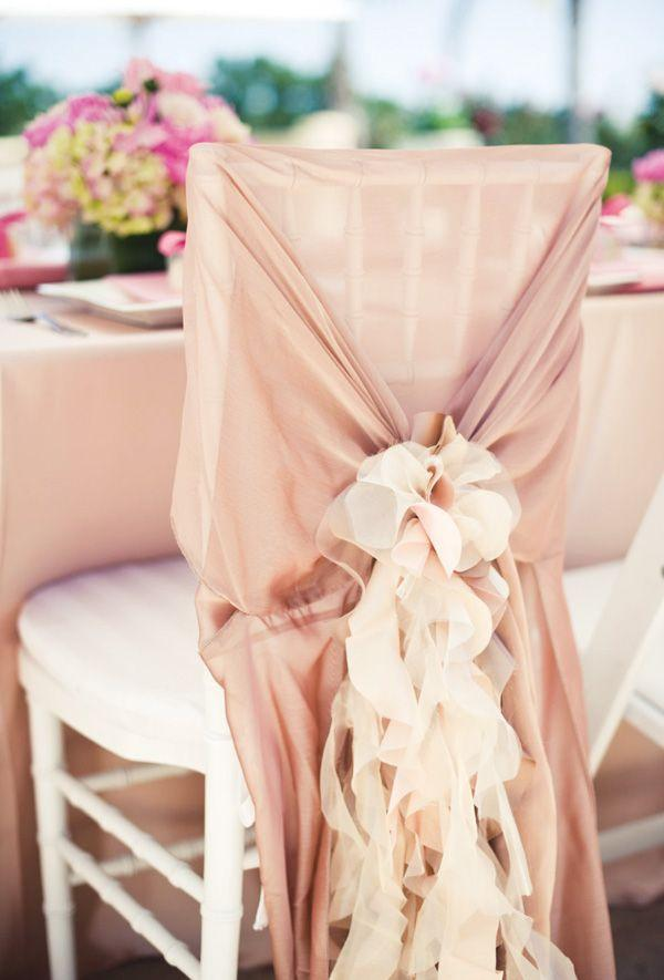 Hochzeit - 25  Gorgeous Ways To Decorate Your Chairs