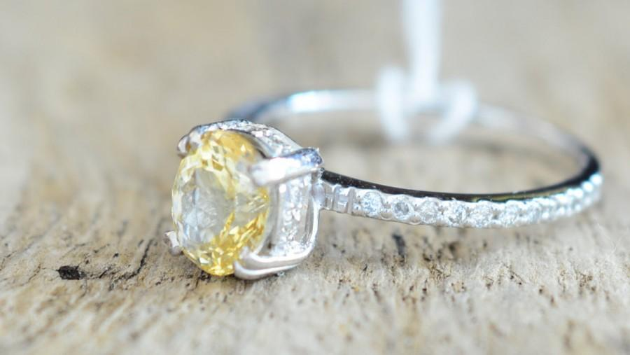 Mariage - 1.5 carat Natural yellow sapphires ring Inlaid with Diamonds Engagement ring 205Y