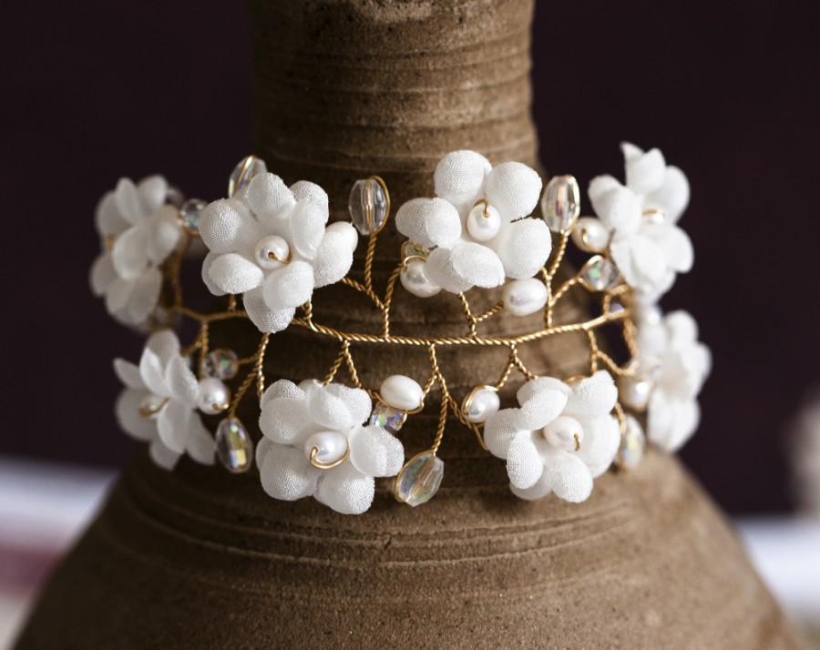 Hochzeit - Floral bracelet, White pearl bracelets, Floral jewelry, Gold jewelry, Crystal bracelets, Flowers jewelry, Jewellery, Flowers bracelet.