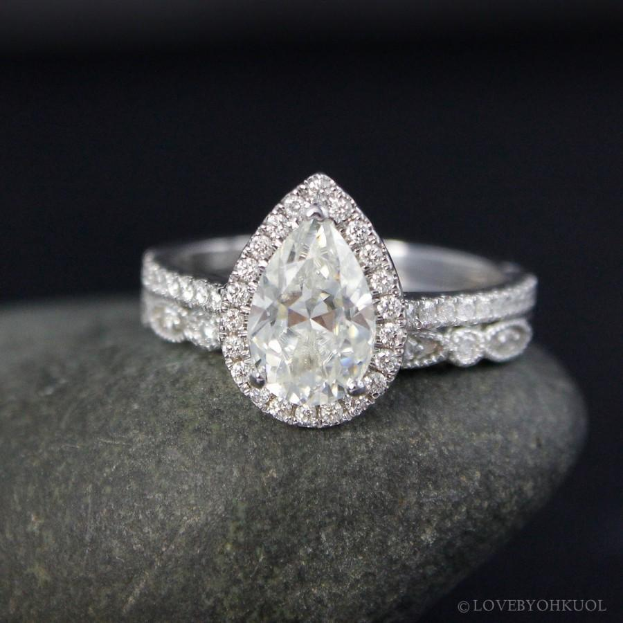 Forever Brilliant White Gold Vintage Pear Cut Moissanite