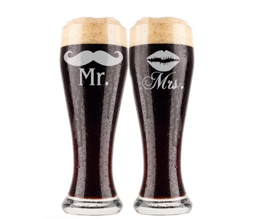 Свадьба - Wedding Gift, Custom Beer Pilsners (2) Custom Engraved Beer Glasses, His and Hers, Personalized Wedding Glass, Bride and Groom Gift