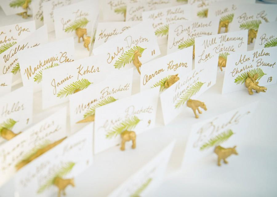 Свадьба - Favor and placecard in one - Save money - Winter Wedding Your choice animal magnet holders wedding