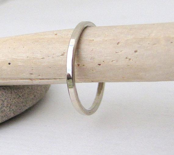 Mariage - Plain White Gold Wedding Band Women's Gold Wedding Ring Stacking Thin Gold Ring 14k Hammered Gold Band