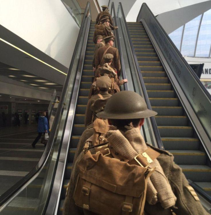 Hochzeit - Silent Actors Dressed As 'ghost Soldiers' In Somme Tribute