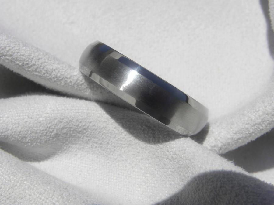 Mariage - Titanium Ring or Wedding Band Domed Profile Beveled Edge